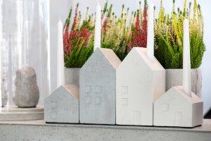 swiecznik-betonowy-domek